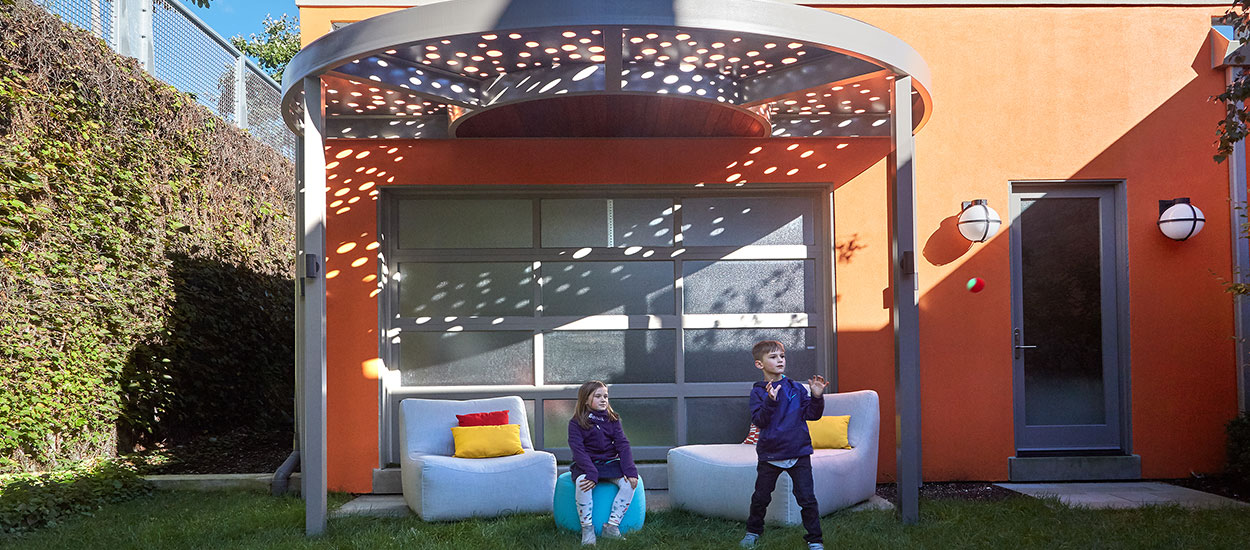 curved_pergola_on_the_606
