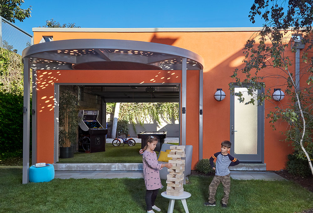 Curved_Pergola_on_the_606_header