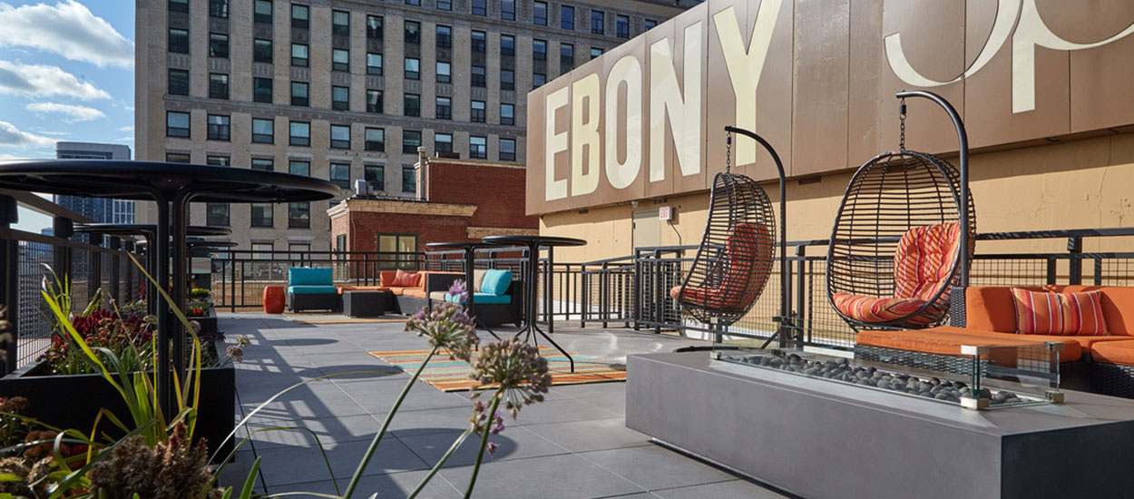 ebony_jet_building_chicago_roof_deck_1250_550-5